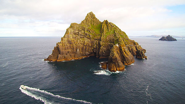 boat approaching skellig michael